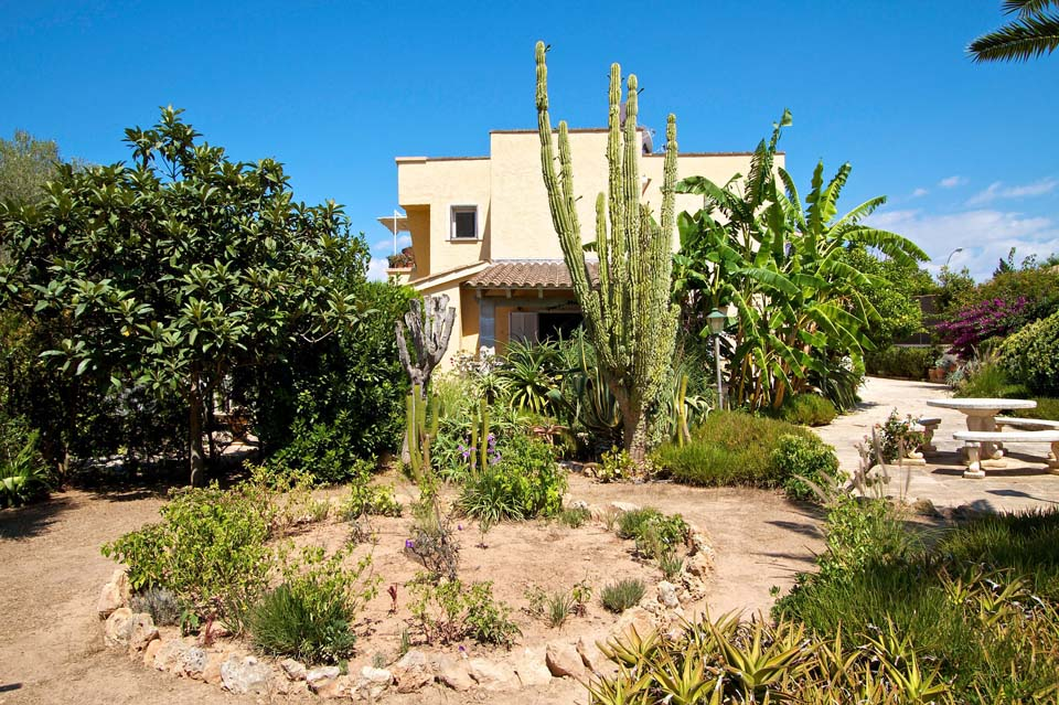 Immobilie des Monats April 2014 – Großzügige Villa in Las Palmeras im Südwesten von Mallorca.