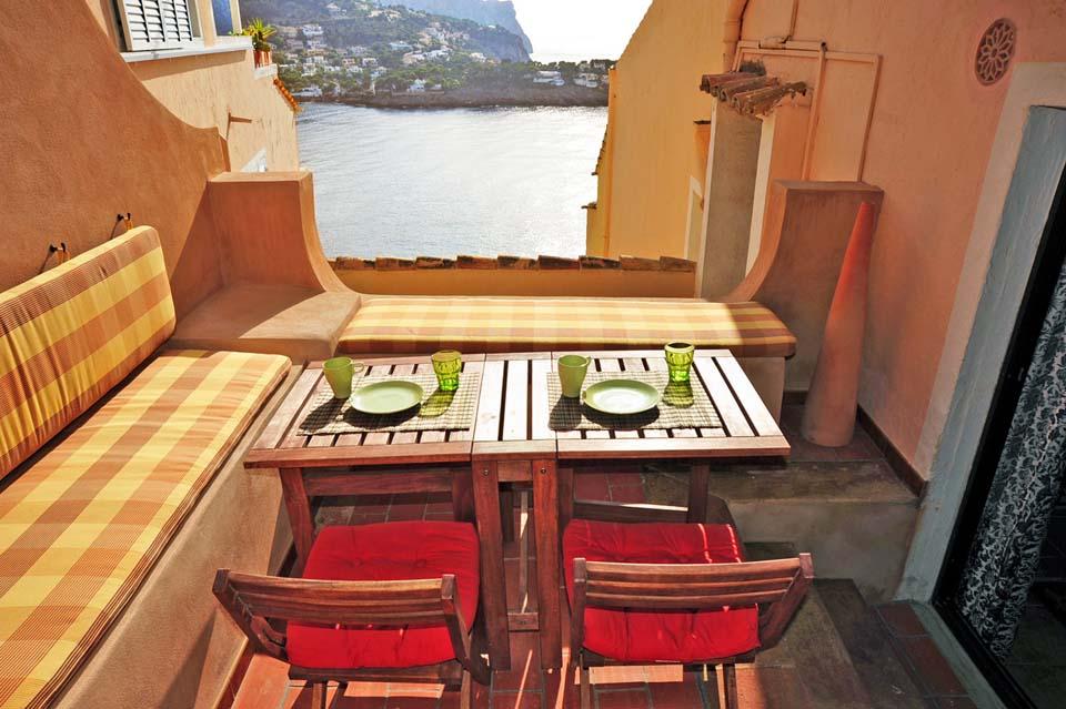 Immobilie des Monats Juli 2014 – Mediterrane Zwei-Zimmer Wohnung im idyllischen Naturhafen Puerto de Andratx im Südwesten von Mallorca